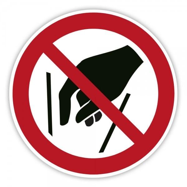 Verbotsschild Hineinfassen verboten